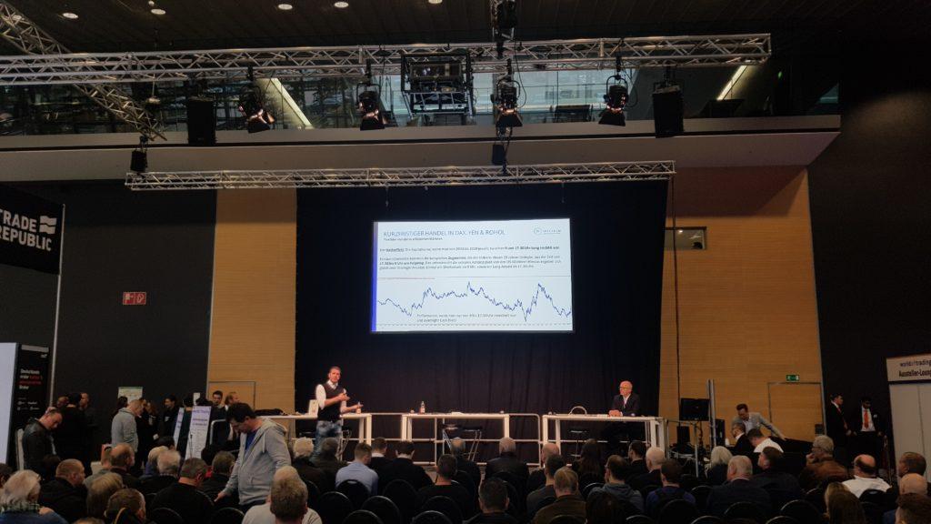 Million-Challenge-Trader René Wolfram erzählt dem staunenden Publikum etwas über Intraday-Seasonals im S&P 500.
